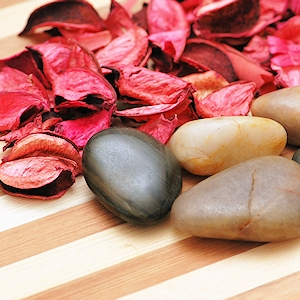 Stones and petals for the aromatherapy session